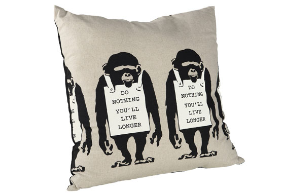banksy_cushion03_c01_1029